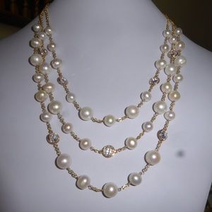 White pearl necklace with gold chain and clasp
